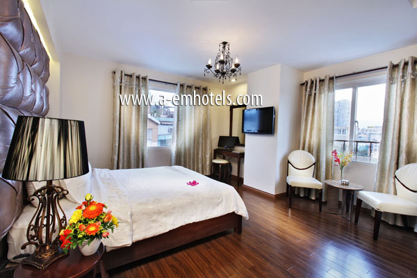 A& EM HOTEL