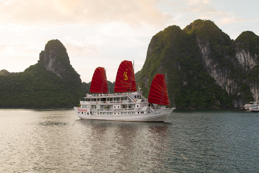 2 DAYS 1 NIGHT HALONG CRUISE ON SYRENA CRUISE